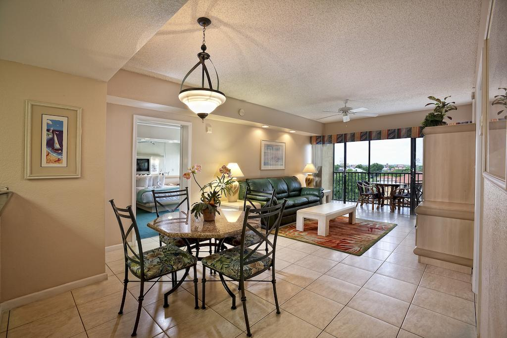 WESTGATE TOWERS Orlando, FL living and dining area