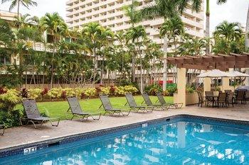 Wyndham Vacation Resorts Royal Garden at Waikik Pool