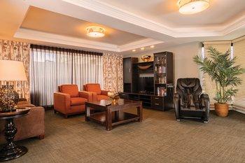 Wyndham Vacation Resorts Royal Garden at Waikik Living Room 2