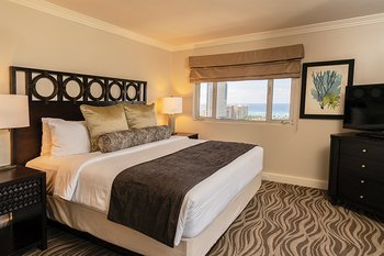 Wyndham Vacation Resorts Royal Garden at Waikik Bedroom