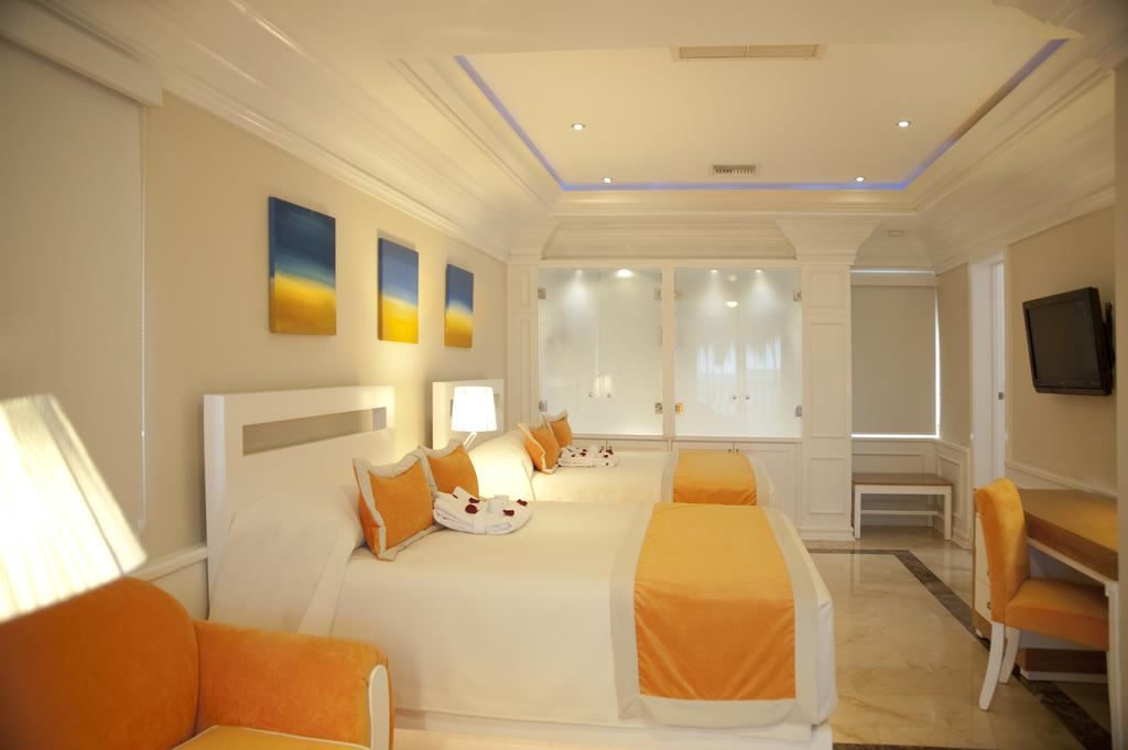 Cofresi Palm Beach & Spa Resort DR bedroom 1