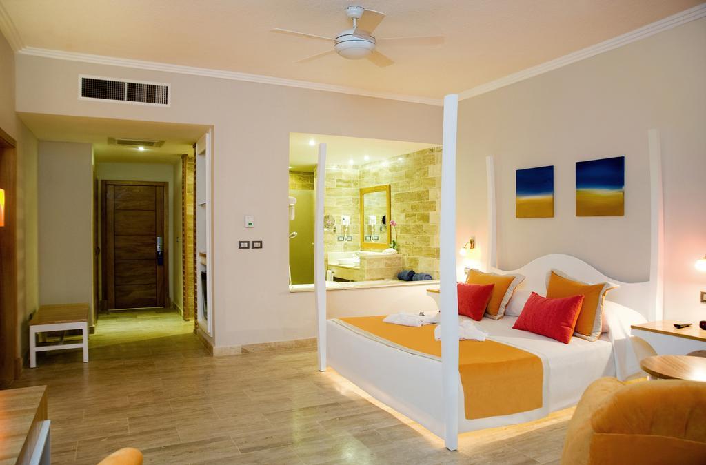 Cofresi Palm Beach & Spa Resort DR bedroom 2