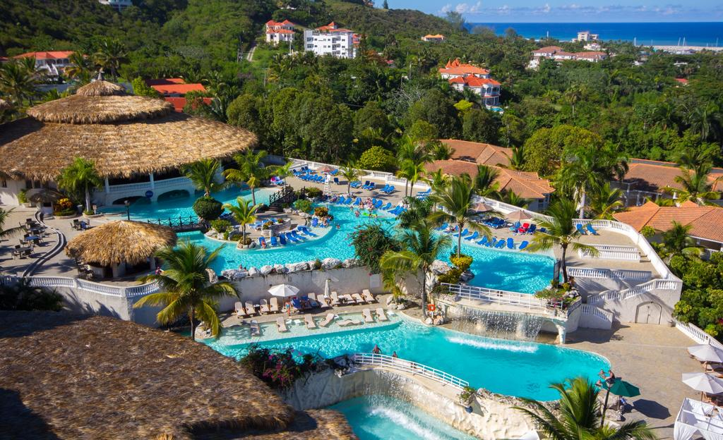 Cofresi Palm Beach & Spa Resort DR pool