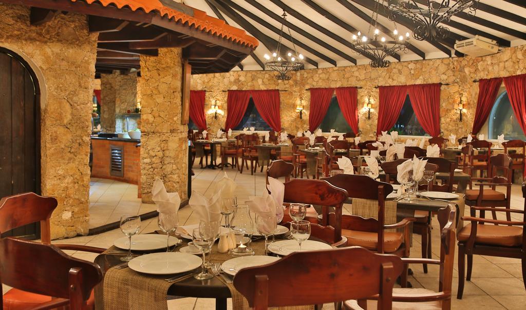Cofresi Palm Beach & Spa Resort DR resort dining 2