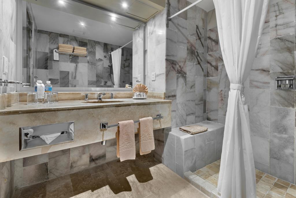 El Cid El Moro Beach Mexico bathroom