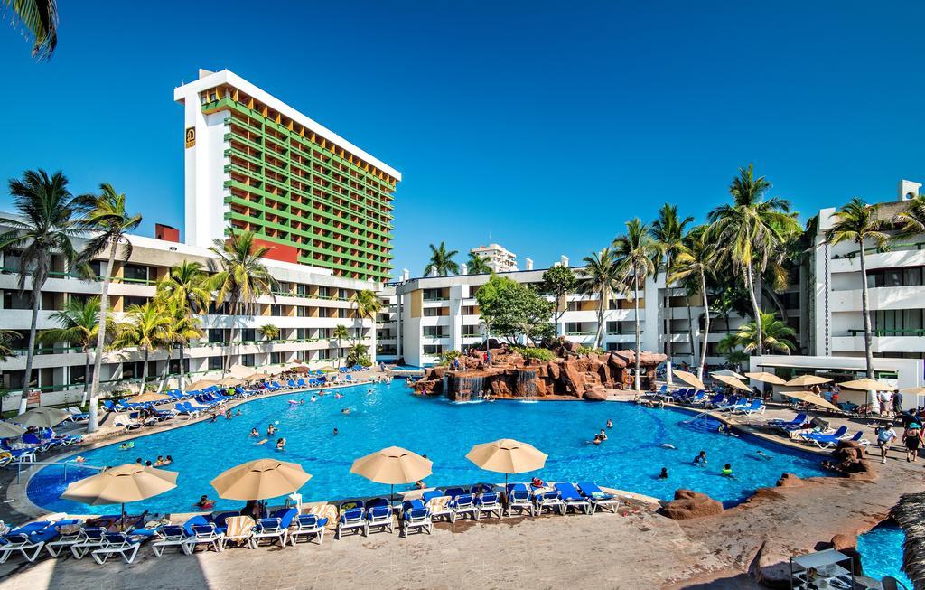 El Cid El Moro Beach Mexico pool area