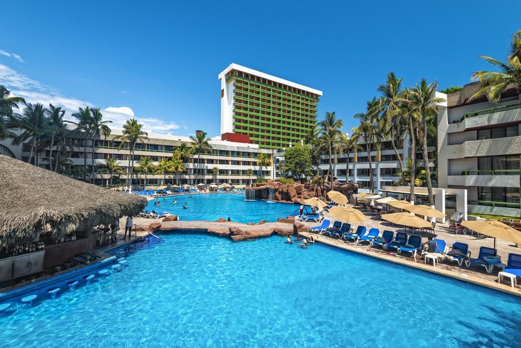 El Cid El Moro Beach Mexico pool